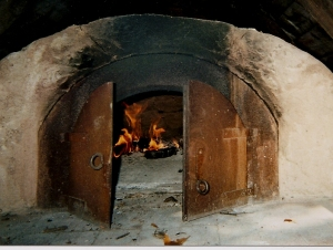 French camp style bake oven